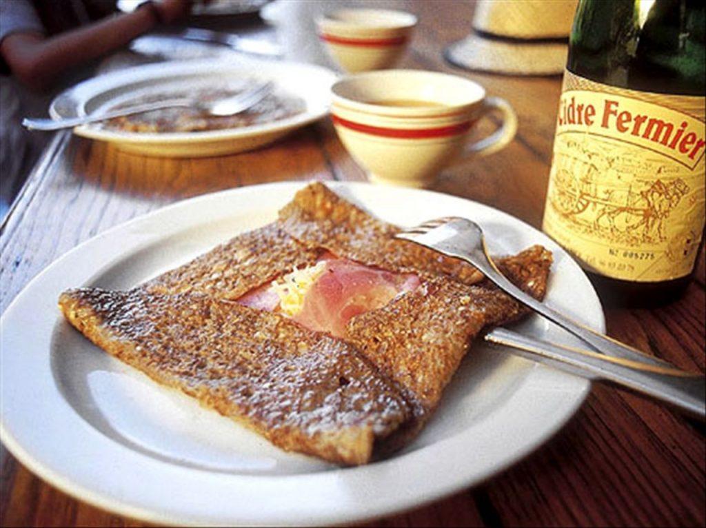 Activités autour de Saint Goustan : déguster une galette complète