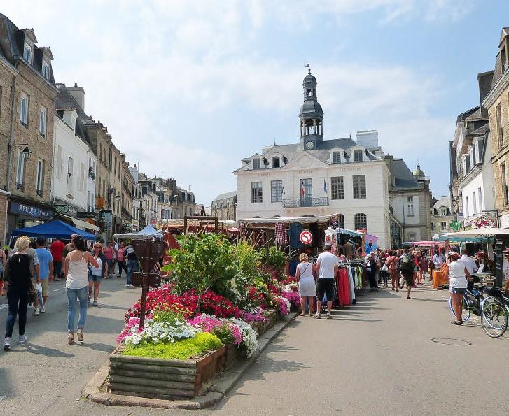 Activités autour de Saint Goustan : marché d'Auray
